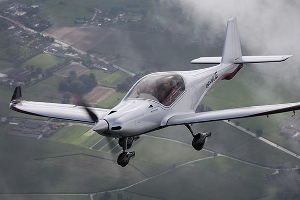 飞机的性能既包括流畅的滑行